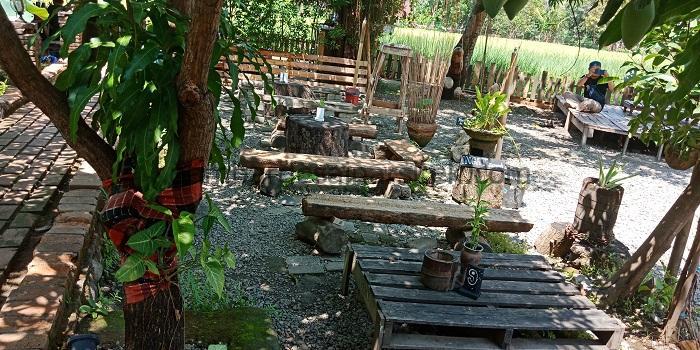 Cafe Unik Nuansa Alam Pedesaan 2